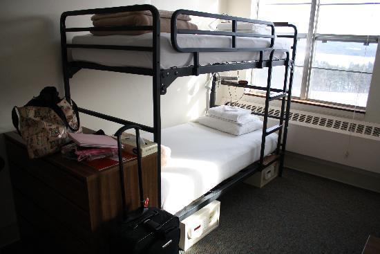 Lenox, MA : Dorm with 5 beds 2 bunks and a single