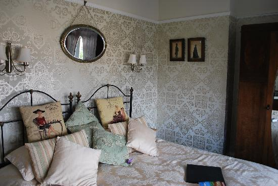 Lavender House : The Gold Room