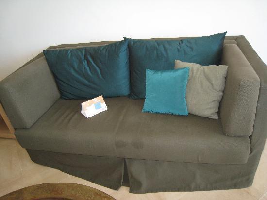 Radisson Blu Palace Resort & Thalasso, Djerba: very dirty couch