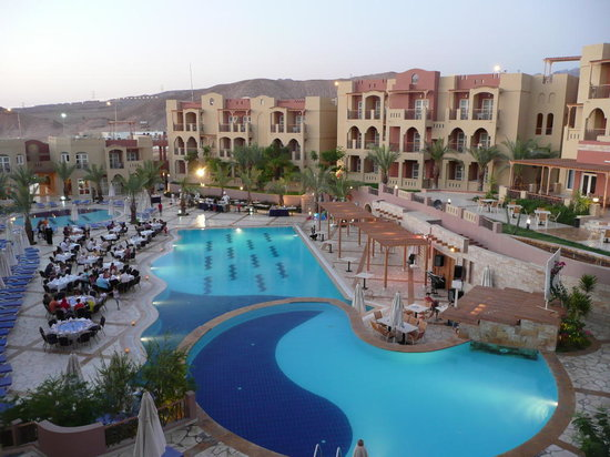 Marina Plaza Hotel by Swiss-Belhotel: Pool Area
