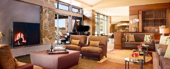 Allison Inn & Spa: Our Cozy Lobby - warm up, listen to jazz, or have a glass of wine!