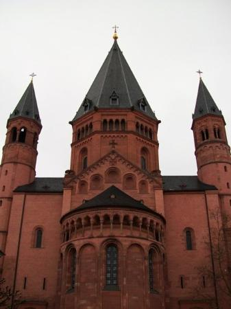Mainz Cathedral (Dom): THe Dom in Mainz, main square view