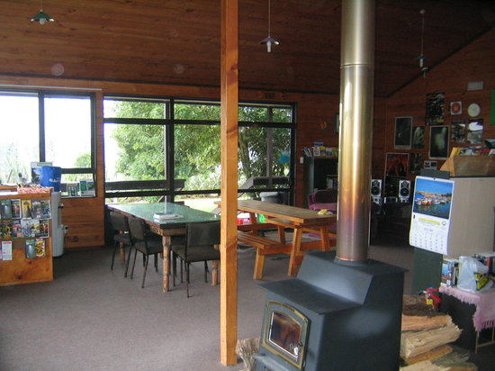 YHA Waitomo Juno Hall Backpackers : Dining room