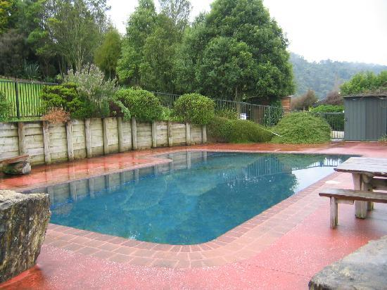 YHA Waitomo Juno Hall Backpackers : Swimming pool
