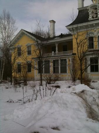 Swanton, Вермонт: Here's the one I want! Built in 1818.... 19 rooms.... 5.7 acres... $338,000.00!!!! I'm livin' in