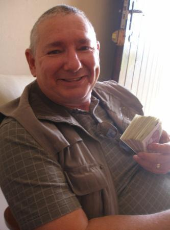 Harare, Zimbabue: Millionaire Rick in Zimbabwe dollars that is, USA $50 in 2007