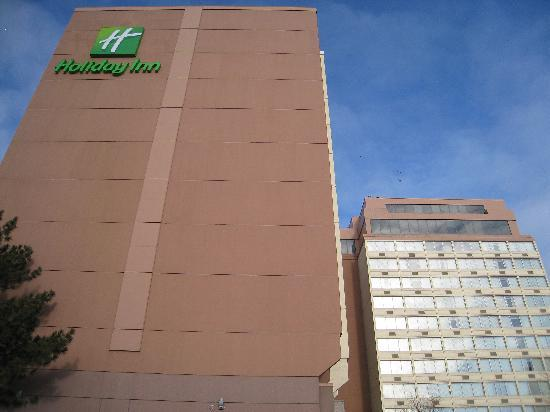 Holiday Inn Toronto International Airport : Exterior