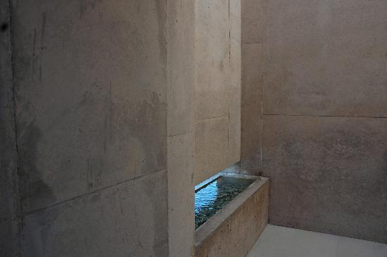 Amangiri : Water element at room entrance