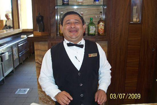 Excellence Playa Mujeres: Great staff at the Martini Bar