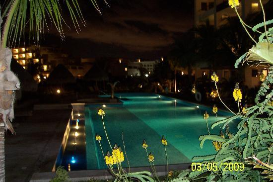 Excellence Playa Mujeres: EPM at night