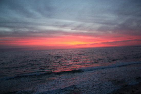 Laguna Riviera Beach Resort: Sunset from room 101