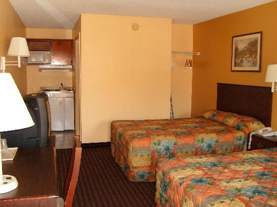 Country Hearth Inn and Suites: Efficiency Room