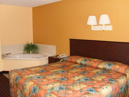 Country Hearth Inn and Suites: Jacuzzi Room