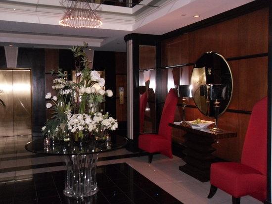 rivue restaurant lounge modern decor