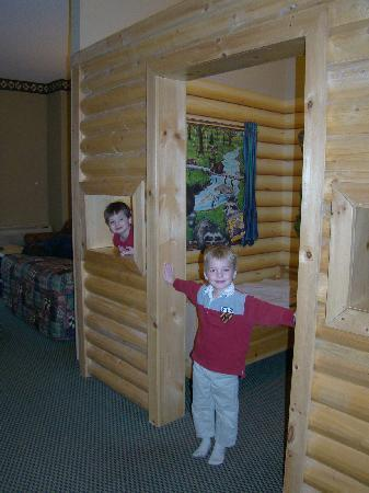 Great Wolf Lodge: No parents allowed in the kid cabin