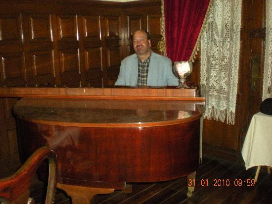 Hotel Virrey de Mendoza: Fabulous pianist Juan Carlos in the lobby in the evening!