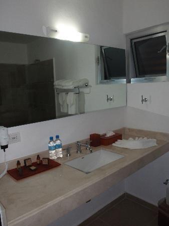 Hotel Bambu Suites: bathroom
