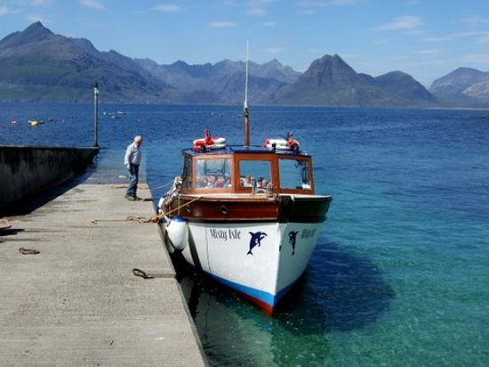 Элгол, UK: Misty Isle setting off for Coruisk
