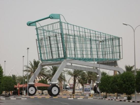 City Centre Mall: HUGE effin shopping cart....outside the mall