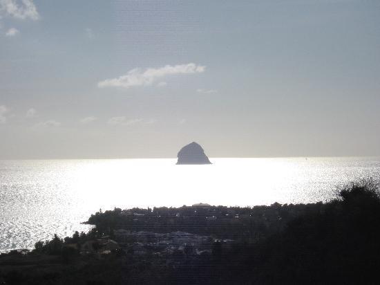 Sainte-Luce, Martinik: Vue du Rocher du diamant depuis la résidence