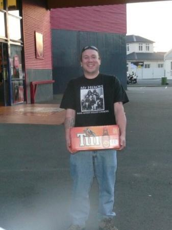 Napier, New Zealand: My first box of Tui when I got to NZ ...could I be happier??? Nahh!