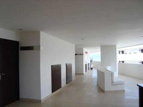 Nuevo Vallarta, Mexico: indoor corridor where guest rooms are