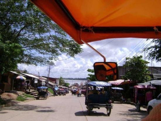 Pucallpa, Peru: Llegando al lago Yarina en mototaxi