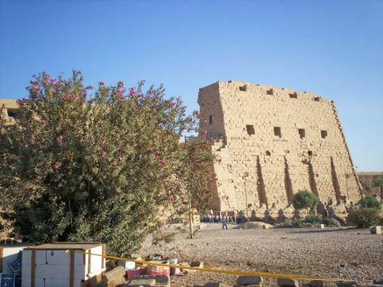 Karnak-tempelet: Luxor - Temple of Karnak First Pylon