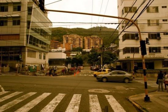 Cali, Colombia: Rumbo al centro cultural. Desde abajo también se ve.