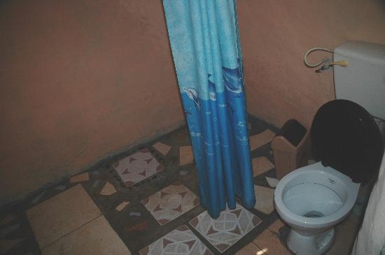 Hideout Lodge: The bathroom
