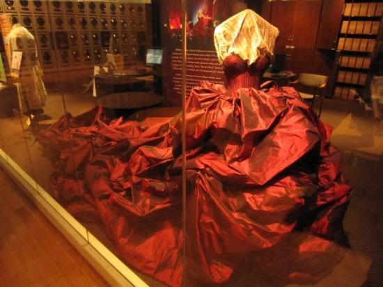 Country Music Hall of Fame and Museum: Carrie's 2009 ACM performance dress. This thing is HUGE!! 120 yards of fabric!