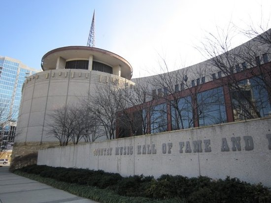 Country Music Hall of Fame and Museum : Outside of the hall of fame and museum