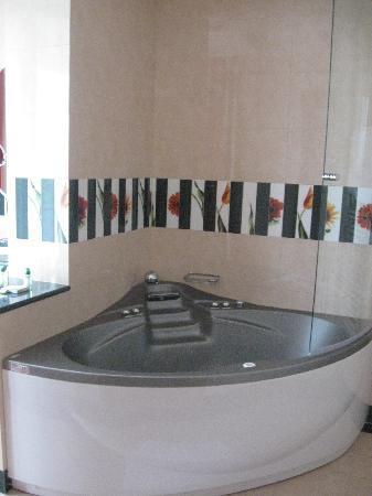 Hotel Livada Prestige: Whirl-Wanne im Zimmer