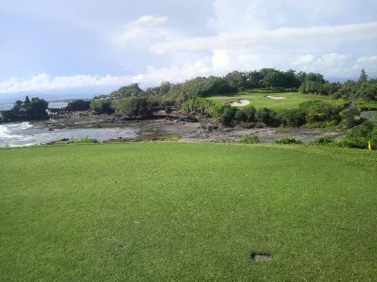 Klub Golf Nirwana Bali: 海越え