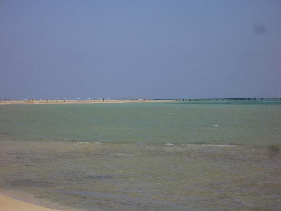 Magic Tulip Beach Resort: il mare
