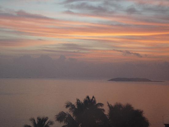 El Conquistador Resort, A Waldorf Astoria Resort: Sunrise over Palomino Island from balcony