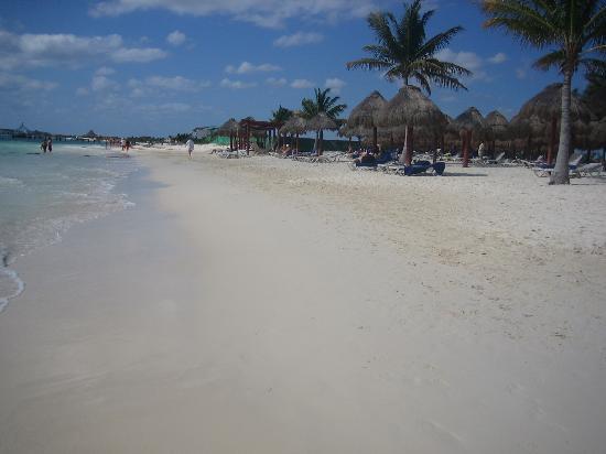Secrets Capri Riviera Cancun: becah looking south