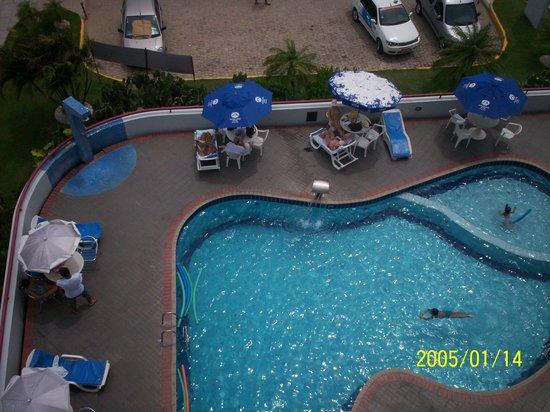 Maceio Mar Hotel: vista de parte de la piscina desde nuestra habitacion