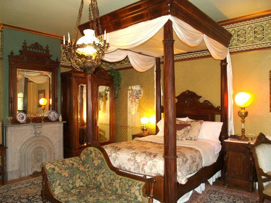 DeLano Mansion Inn Bed and Breakfast: DeLano Whirlpool Suite