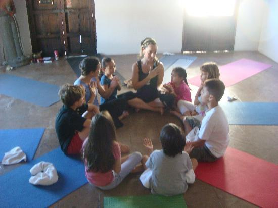 davannayoga: Childrens Yoga