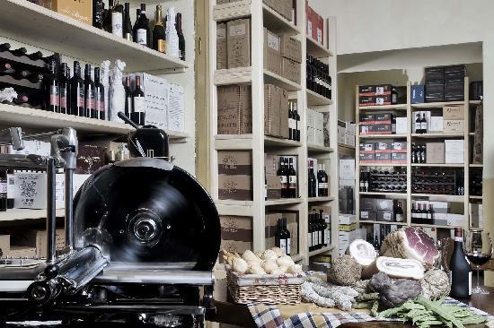 Boutique Hotel Villa Sostaga: La cantina dei vini di Villa Sostaga