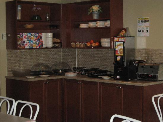 The Inn on Long Lake: Breakfast room updated - now featuring waffles!