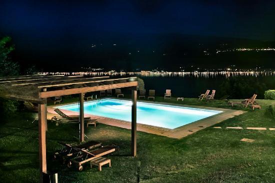 Boutique Hotel Villa Sostaga: La piscina di Villa Sostaga - Notturno