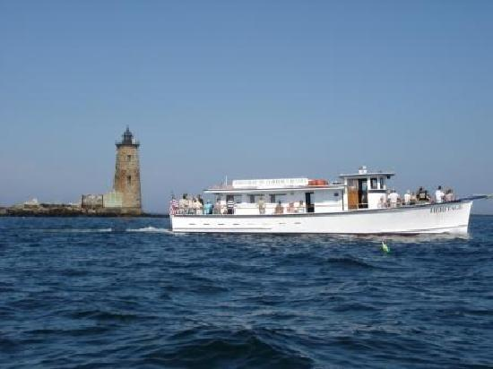 Portsmouth Harbor Cruises: Whaleback Light