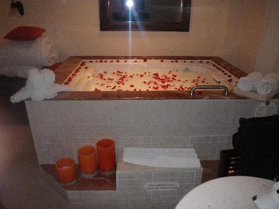 Hot Tub In The Room Filled With Bubble Bath And Rose