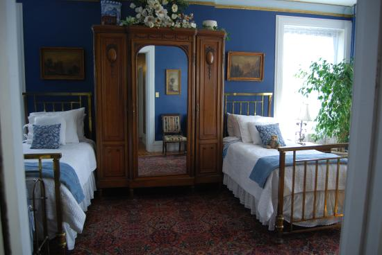 The Gables Bed and Breakfast: Upstairs twin room