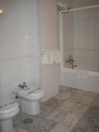 Hostal Canovas: baño