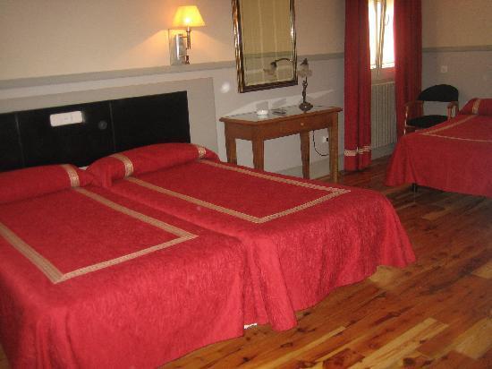 Hostal Canovas: habitacion triple