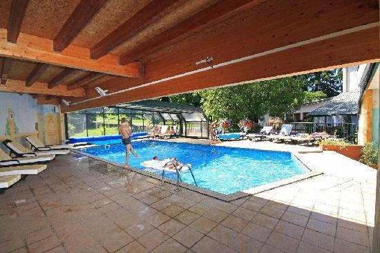 Logis La Residence : la piscine