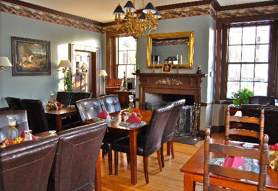 Inn by the Bandstand: Breakfast Room